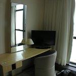 Mesa y escritorio de la alcoba