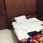 tempat tidur kotor bauk dan jelek