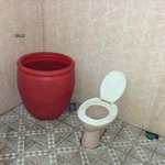 kamar mandi yang kotor dan mngerikan
