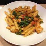 Chicken sautéed with fresh Aspargus, Brocolli and Peper pasta