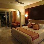 Deluxe Swim-Up Suite - King Bed