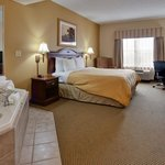CountryInn&Suites ChattanoogaN WhirlpoolSuite
