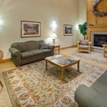 CountryInn&Suites Menomonie Lobby