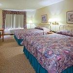 CountryInn&Suites DetroitLakes  GuestRoomDbl