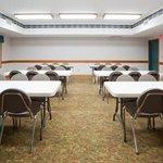 CountryInn&Suites DetroitLakes  MeetingRoom