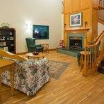 CountryInn&Suites DetroitLakes  Lobby