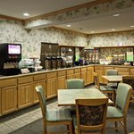 CountryInn&Suites PortWashington  BreakfstRm