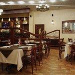Большой зал нашего ресторана, уютное пространство отделенное резными перегородками