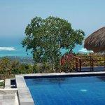 Ausblick vom Pool über die Tarimbang Bucht