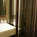 Art Hotel Batignolles Shower