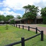 Eine Zufahrt zu einigen Lodges