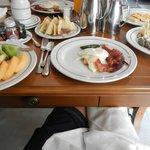 delicioso desayuno room service con de todoooooooo