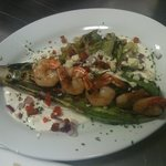 Insalatini a la griglia with grilled shrimp