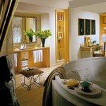 Grand Deluxe Suite Bathroom