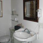 Montejurra Room bathroom