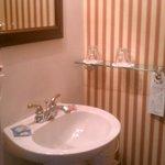 Theresa Room bathroom