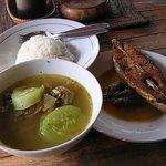 Warung mak Beng Sanur, Ikan Goreng dan Sup Kepala Ikan