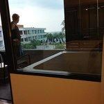 kamer met bubbelbad op t Balkon