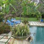 Espace détente à la piscine