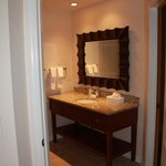2nd Bathroom in 2 bed 2bath Deluxe suite (Lakes section)