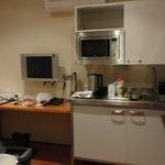 La sala de entrada, cocina superequipada y sillon cama doble, buena TV .. completisimo