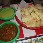 Para libres ~ chips, tacos y salsas roja y verde...Green salsa is so hot, but so delicious!