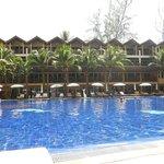 vue générale de l'hôtel avec piscine