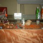 Venta de artesanías: desde pequeñas cerámicas y llaveros hasta marroquinería