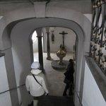 la cripta de la Basílica de San Mang