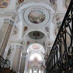 Interior de la Basílica de San Mang
