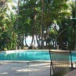 Sicht vom Restaurant auf Pool und Meer