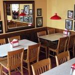 El ambiente familiar de Fuddruckers lo hace perfecto para comer en familia o c