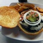 Una hamburguesa cocinada a la perfección. ¡No dejen de probarla!