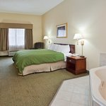 CountryInn&Suites Cartersville  WhirlpoolSuite