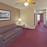 CountryInn&Suites PortWashington  ParlorSte