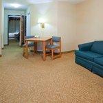 CountryInn&Suites DetroitLakes  Suite