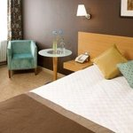 London Gatwick Chequers Bedroom