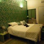 Bett Emerald Room