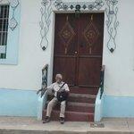 Casa Verde es una hermosa casa colonial rodeada de casas similares