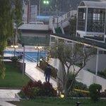 la piscine vue de loin