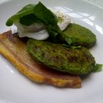 Pea fricassee with poached egg