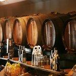 bodega de vinos a granel y embotellados