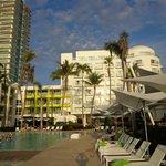 vue de l'hôtel par la plage
