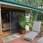Terrasse mit zwei Liegen / Nigori-Suite