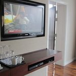suite 3405, 2 big flat screens
