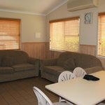 2 Bed Deluxe Cabin - Lounge