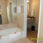 Separate sink basin area
