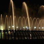 Praça perto do hotel a noite