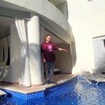 swim up jacuzzi suite
