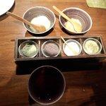 天ぷらと一緒にいただく塩と薬味